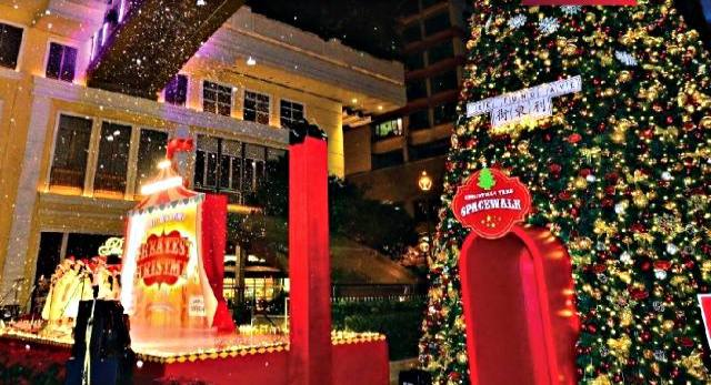 Lee Tung Avenue Greatest Christmas Show