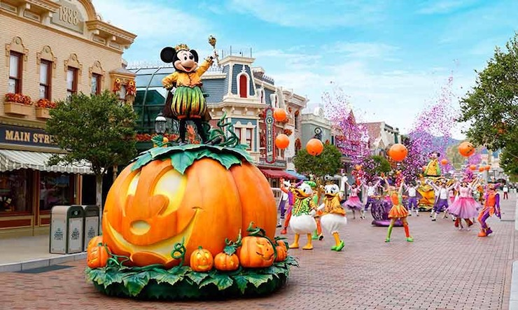 Disney Halloween Daytime Parade with Mickey