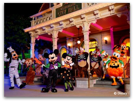 All Disney characters in Halloween Costumes at HK Disneyland