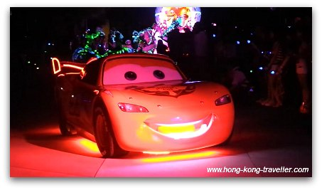 Disney Paint the Night Parade: Cars Lightning McQuenn