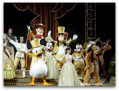 Disneyland Hong Kong Fantasyland - Golden Mickeys Show