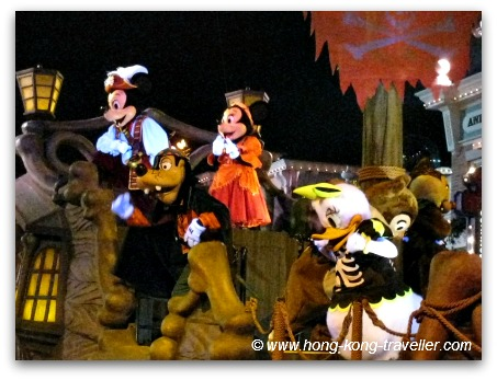 Disney Land Hong Kong Mickey Minnie and Goofy in Halloween Costumes