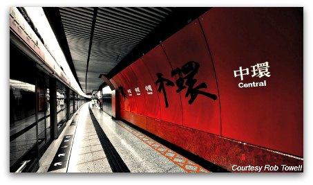 HK MTR train platform at Central Station