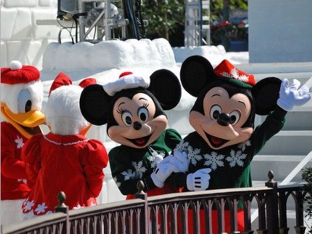 Hong Kong Disneyland Let It Snow Christmas Parade