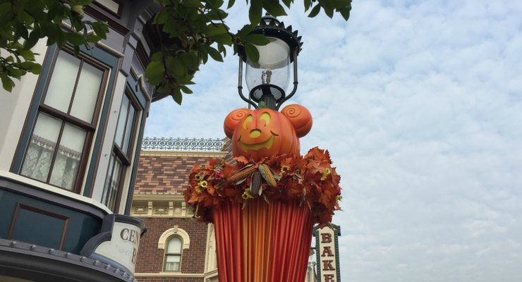 Pumpkin Lanterns decorate Main Street