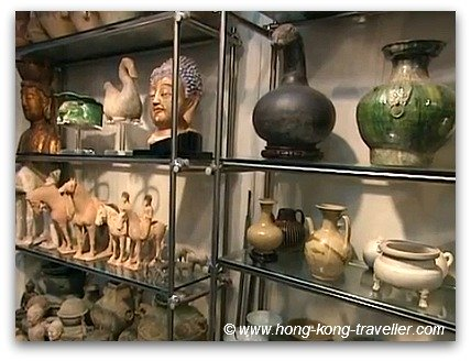 Chinese Antiques Gallery in Hollywood Road Hong Kong
