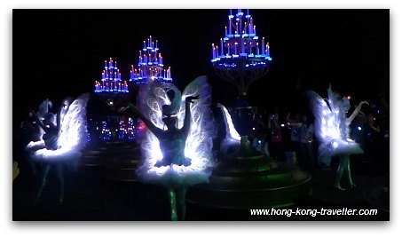 Disney Paint the Night Parade: Beauty and the Beast