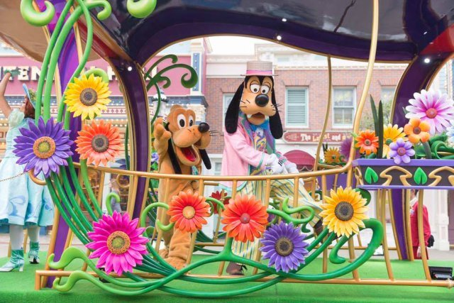 Goofy and Pluto at Hong Kong Disney Spring Carnival