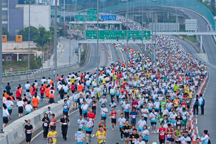 Hong Kong Marathon runners over the bridge