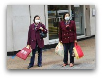 Dealing with Hong Kong Pollution, women with masks