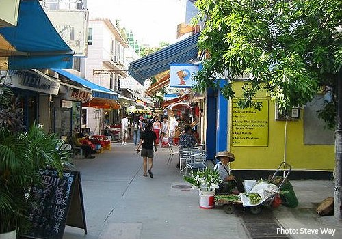 Yung Shue Wan lively streets